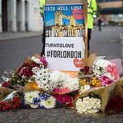 I luoghi dell'attentato a Londra presidisti dalla polizia e dalle troupe delle televisioni internazionali.<br /> <br /> The area of Saturday's attack in London under the police's control and the international televisions