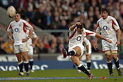 2005 Rugby, Investec Challenge, England vs Australia, Olly Barkley, kicking a long range penaltyafter coming on as a sub. RFU Twickenham, ENGLAND:     12.11.2005   © Peter Spurrier/Intersport Images - email images@intersport-images..