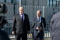 01 APR 2020, BERLIN/GERMANY:<br /> Peter Altmaier (L), CDU, Bundeswirtschaftsminister, und Olaf Scholz (R), SPD, Bundesfinanzminister, waehrend einem Pressestament nach der Kabinettsitzung, vor dem Bundeskanzleramt<br /> IMAGE: 20200401-01-019