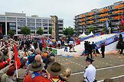 """Zijne Majesteit Koning Willem-Alexander en Hare Majesteit Koningin Máxima bezoeken de provincie Zuid Holland .<br /> <br /> His Majesty King Willem-Alexander and Máxima Her Majesty Queen visits the province of Zuid Holland<br /> <br /> Op de foto / On the photo:  Aankomst van de Koning en Koningin op de Markt van Zoetemneer met Demonstraties van """"The Big Five"""", waar de Koning een demonstratie geeft van Curling en Golf<br /> <br /> <br /> Arrival of the King and Queen on Market Zoetemneer with Demonstrations of """"The Big Five"""", which the King gives a demonstration of Curling and Golf"""