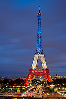 France, Paris, Tour Eiffel au couleurs de la France en hommage aux victimes des attentats du 13 novembre // France, Paris, Eiffel tower in French colors in tribute to the victimes of November 13 attack