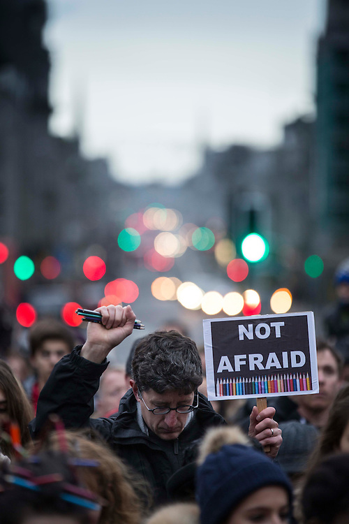 """""""JESUISCHARLIE"""" GATHERING IN THE CASTLEGA`TE IN ABERDEEN TO REMEMBER THE VICTIMS OF EVENTS IN PARIS THIS WEEK ..  PICTURE OF SOME OF THE 300+ PEOPLE WHO ATTENDED AND HELD A MINUTES SILENCE WITH UNION STREET IN THE BACKGROUND<br /> PIC  DEREK IRONSIDE / NEWSLINE MEDIA"""