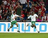 Irlands Roy Keane und Clinton Morrison jubeln ueber das Tor zum 1:0.<br /> © Daniela Frutiger/EQ Images<br /> <br /> NORWAY ONLY
