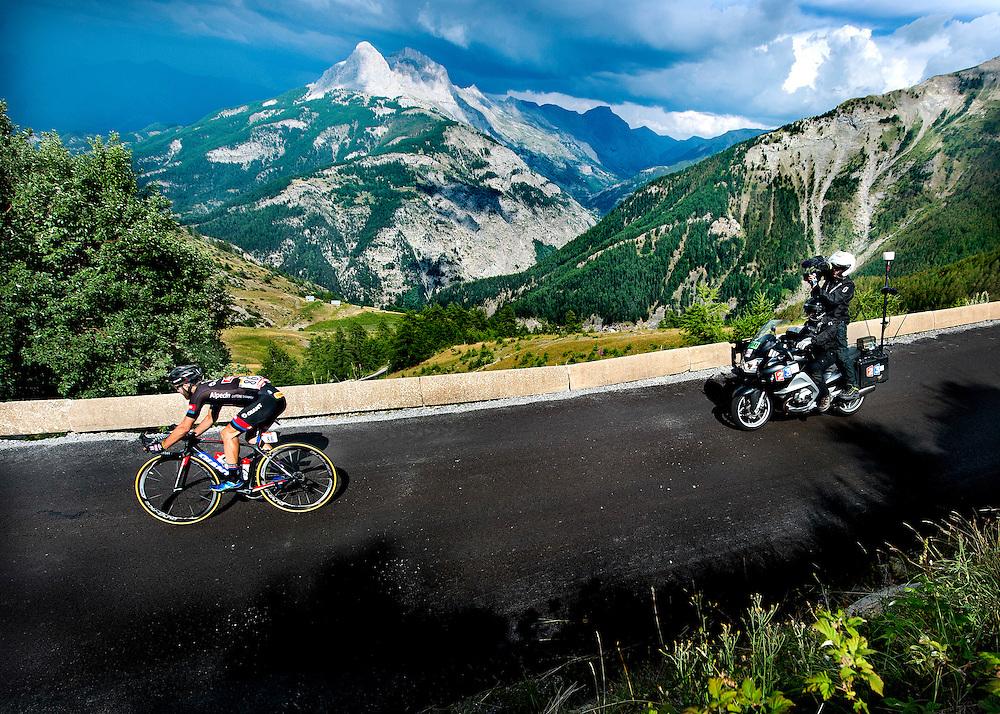 Frankrijk, Col d'Allos, 22-07-2015.<br /> Wielrennen, Tour de France.<br /> Etappe van Digne-Les-Bains naar Pra Loup<br /> Simon Geschke van de Giant Alpecin wielerploeg in de afdaling van de Col d'Allos op weg naar de overwinning in deze etappe.<br /> Foto: Klaas Jan van der Weij