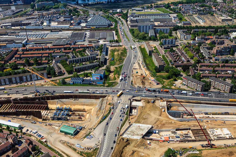 Nederland, Limburg, Maastricht, 27-05-2013; bouwwerkzaamheden voor de A2 traverse, De Groene Loper. <br /> Kruispunt Geusselt met  tunnelbouwkuip, naar links het verkeer richting centrum.<br /> <br /> De snelweg A2 gaat ondergronds, er wordt een gestapelde tunnel gebouwd (2 wegen boven elkaar). Het plan moet voor een betere bereikbaarheid en leefbaarheid van Maastricht zorgen en ook voor een betere doorstroming op de A2.<br /> Construction works for motorway A2 crossing Maastricht, the so-called Green Carpet.<br /> The A2 motorway goes underground, a stacked tunnel is  built with two roads above each other). The plan should provide better accessibility and traffic flow.<br /> luchtfoto (toeslag op standard tarieven);<br /> aerial photo (additional fee required);<br /> copyright foto/photo Siebe Swart.