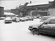 Dublin Snow Scenes.  (R48)..1897..14.01.1987..01.14.1987..14th January 1987..Following unprecedented overnight snow Dublin City almost came to a standstill.There was severe traffic disruption and many events scheduled for city centre venues were cancelled...Picture shows a normally full car park, half empty as drivers struggled to get work through the snow.