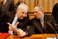 25.01.1999, Deutschland/Bonn:<br /> Edmund Stoiber, CSU Vorsitzender, und Wolfgang Schäuble, CDU Bundesvorsitzender, während der Pressekonferenz zum Ergebnis der gemeinsamen Strategiesitzung der Präsidien von CDU und CSU, Bundes-Pressekonferenz, Bonn<br /> IMAGE: 19990125-01/03-35<br /> KEYWORDS: Wolfgang Schaeuble
