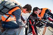 Technici maken de fiets in orde. In Battle Mountain, Nevada, oefent het team op een weggetje. Het Human Power Team Delft en Amsterdam, dat bestaat uit studenten van de TU Delft en de VU Amsterdam, is in Amerika om tijdens de World Human Powered Speed Challenge in Nevada een poging te doen het wereldrecord snelfietsen voor vrouwen te verbreken met de VeloX 7, een gestroomlijnde ligfiets. Het record is met 121,44 km/h sinds 2009 in handen van de Francaise Barbara Buatois. De Canadees Todd Reichert is de snelste man met 144,17 km/h sinds 2016.<br /> <br /> With the VeloX 7, a special recumbent bike, the Human Power Team Delft and Amsterdam, consisting of students of the TU Delft and the VU Amsterdam, wants to set a new woman's world record cycling in September at the World Human Powered Speed Challenge in Nevada. The current speed record is 121,44 km/h, set in 2009 by Barbara Buatois. The fastest man is Todd Reichert with 144,17 km/h.