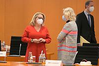 DEU, Deutschland, Germany, Berlin, 03.03.2021: Bundesumweltministerin Svenja Schulze (SPD) und Bundesjustizministerin Christine Lambrecht (SPD) vor Beginn der 132. Kabinettsitzung im Bundeskanzleramt.