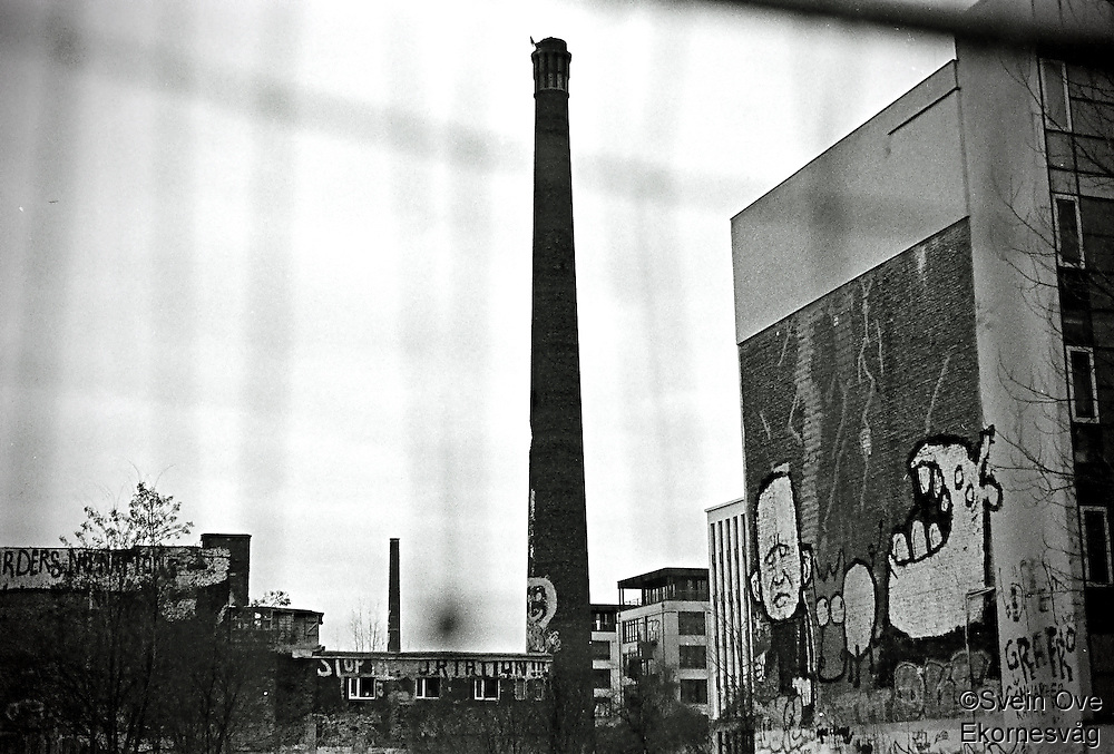 Berlin februar 2012.<br /> Ei stor pipe i et nedtagget og forfalt område i Berlin.<br /> Foto: Svein Ove Ekornesvåg