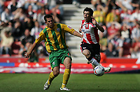 Photo: Lee Earle.<br /> Southampton v West Bromwich Albion. Coca Cola Championship. 12/08/2006. Albion's Darren Carter (L) tackles Gareth Bale.