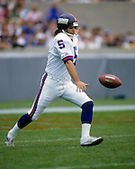 CHICAGO, IL-UNDATED:  NFL punter Sean Landeta in action against the Chicago Bears during a game at Soldier Field in Chicago, IL.  Landeta played in the NFL from 1985-2006.  (Photo by Ron Vesely)