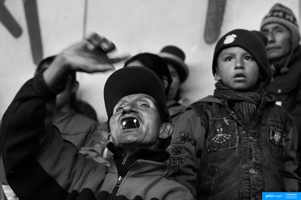 A regular fan reacts to the action and entertainment during the 'Titans of the Ring' wrestling group performance at El Alto's Multifunctional Centre. Bolivia. The wrestling group includes the fighting Cholitas, a group of Indigenous Female Lucha Libra wrestlers who fight the men as well as each other for just a few dollars appearance money. El Alto, Bolivia, 24th January 2010. Photo Tim Clayton