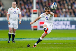 England Inside Centre Owen Farrell kicks a Penalty - Mandatory byline: Rogan Thomson/JMP - 19/03/2016 - RUGBY UNION - Stade de France - Paris, France - France v England - RBS 6 Nations 2016.
