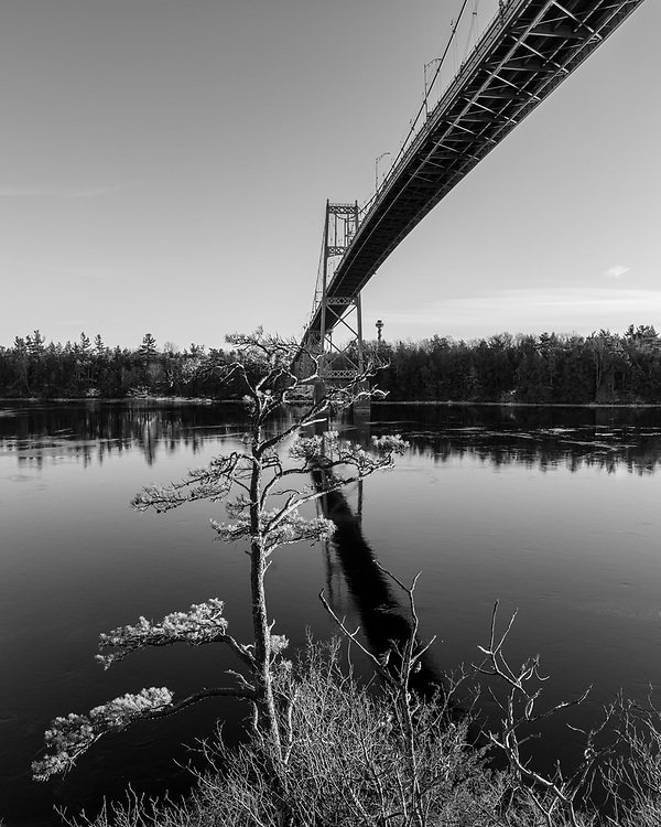 https://Duncan.co/under-the-bridge-black-and-white