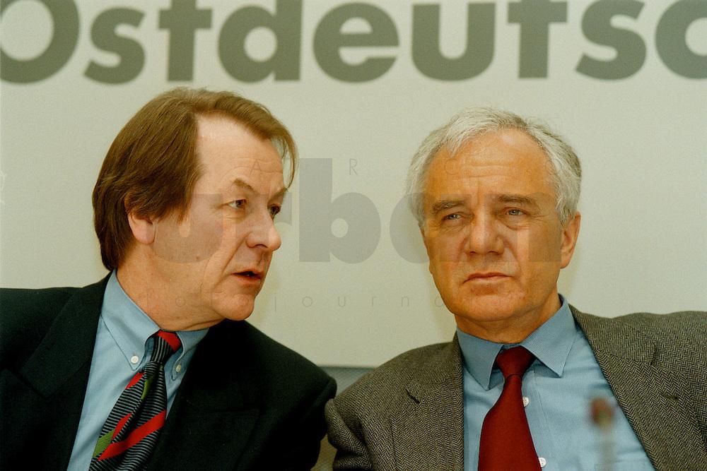 """13.03.1996, Germany/Berlin:<br /> Franz Müntefering, SPD Bundesgeschäftsführer, und Manfred Stolpe, SPD, Ministerpräsident Brandenburg, Pressekonferenz zu """"SPD Forum Ostdeutschland"""", Abgeordnetenhaus<br /> Image: 19960313-01/01-34<br />  <br />  <br />  <br /> KEYWORDS: Muentefering"""