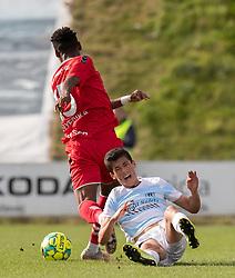 Elijah Just (FC Helsingør) og Raphael Onyedika Nwadike (FC Fredericia) under kampen i 1. Division mellem FC Fredericia og FC Helsingør den 4. oktober 2020 på Monjasa Park i Fredericia (Foto: Claus Birch).