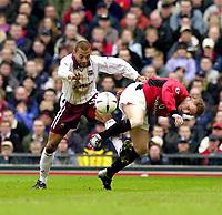 Fotball - FA Cup - Fjerde runde - 26.01.2003<br /> Manchester United v West Ham<br /> Eduard Cisse - West Ham<br /> Nicky Butt - United<br /> Foto: Richard Lane, Digitalsport