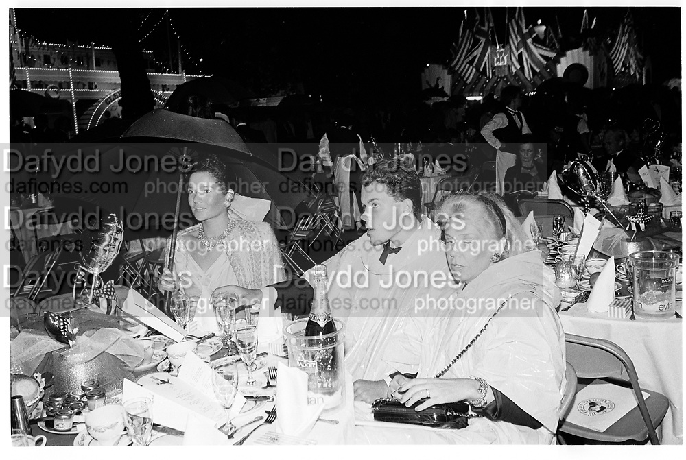 Sarah Jacobs, Charles Jacobs and Signdue Inguardottir. Berkeley Square Ball. 4 July 1988.  SUPPLIED FOR ONE-TIME USE ONLY> DO NOT ARCHIVE. © Copyright Photograph by Dafydd Jones 66 Stockwell Park Rd. London SW9 0DA Tel 020 7733 0108 www.dafjones.com