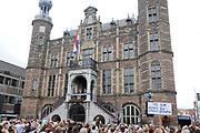 Bordesscène bij het stadhuis op de Markt in Venlo.<br /> <br /> Bordes Scene at the Town Hall on the Market in Venlo.
