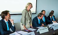 BREDA -  ALV KNHB.  Bondsbestuurder Madeleine Bakker is jarig. rechts Reinoud Imhof, links Victor Brouwer    COPYRIGHT  KOEN SUYK