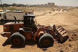 June 28, 2017 - Gaza, gaza strip, Palestine - Palestinian machineries operate on border with Egypt, in Rafah, Gaza Strip June 28, 2017. (Credit Image: © Majdi Fathi/NurPhoto via ZUMA Press)