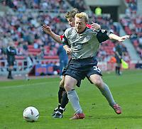 Photo. Andrew Unwin, Digitalsport<br /> NORWAY ONLY<br /> <br /> Sunderland v Crewe Alexandra, Nationwide League Division One, Stadium of Light, Sunderland 01/05/2004.<br /> Crewe's Craig Hignett (r) looks to hold off Sunderland's John Oster (l).