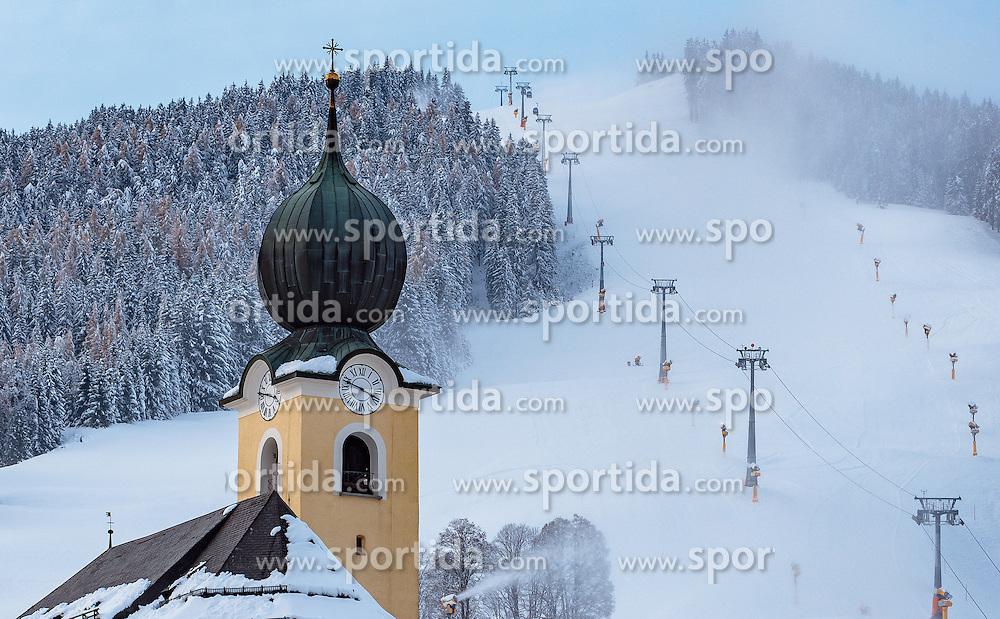 09.11.2016, Saalbach, AUT, Skicircus Saalbach Hinterglemm Leogang Fieberbrunn, im Bild die Kirche von Saalbach und die Piste des Bernkogel mit Lift und Schneekanonen. Etwa 1000 Schneeerzeuger (750 Schneekanonen und 250 Schneelanzen) kommen dabei im grössten Skigebiet Österreichs zum Einsatz // The church of Saalbach and the slopes of the Bernkogel with lift and Snow making machines. Around 1,000 Snow making machines (750 snow cannons and 250 snow lances) in the largest ski Ressort in Austria are used to make white slopes, Saalbach, Austria on 2016/11/09. EXPA Pictures © 2016, PhotoCredit: EXPA/ JFK