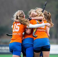 BLOEMENDAAL - hockey - Competitie Landelijk meisjes : Bloemendaal MB1-Den Bosch MB1 (1-1). Vreugde bij de meisjes van Bloemendaal. COPYRIGHT KOEN SUYK