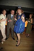 Patty Volin, Mike Volin ( no 2 at UBS investment bank)  and Grayson Perry, Launch of Tat Modern's rehang of its permanent Collection in partnership with UBS. Tate Modertn. 23 May 2006. ONE TIME USE ONLY - DO NOT ARCHIVE  © Copyright Photograph by Dafydd Jones 66 Stockwell Park Rd. London SW9 0DA Tel 020 7733 0108 www.dafjones.com