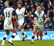 2005 European Challenge Cup Final Sale Sharks v Pau, ENGLAND, 21.05.2005, Charlie Hodgson., passing the ball out to Jason Robinson.<br /> Photo  Peter Spurrier. <br /> email images@intersport-images