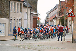 The peloton approach at the 2020 Gent Wevelgem - Elite Women, a 141.4 km road race from Ieper to Wevelgem, Belgium on October 11, 2020. Photo by Sean Robinson/velofocus.com