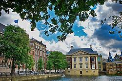 Anexa ao Castelo de Binnenhof, às margens do pequeno lago de Hofvijver, no centro da cidade, a casa do conde Mauricio de Nassau se destaca pelas suas linhas arquitetônicas bem definidas e de sóbria elegância. FOTO: Jefferson Bernardes/Preview.com