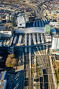 Nederland, Utrecht, Utrecht, 07-02-2018; Utrecht Centraal het grootste spoorwegknooppunt van Nederland. Nieuwe overkapping met onder andere Moreelsebrug, fiets- en voetgangersbrug.<br /> Utrecht Central Station, the largest railway junction in the Netherlands.<br /> luchtfoto (toeslag op standard tarieven);<br /> aerial photo (additional fee required);<br /> copyright foto/photo Siebe Swart