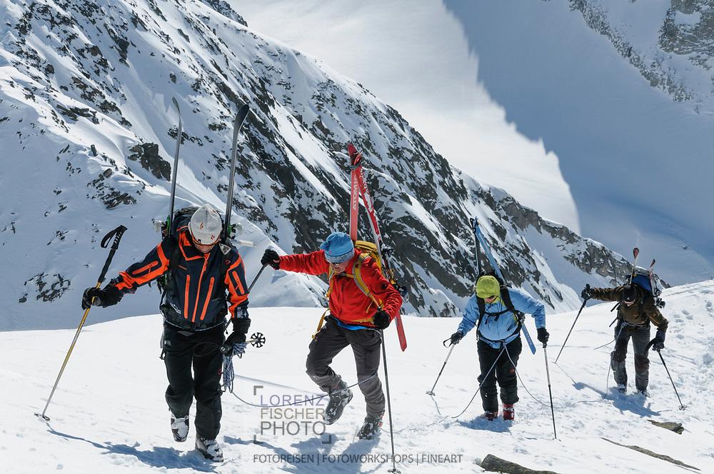 Impressionen einer Skitourenwoche im Gebiet der Rotondo-Hütte. Aufstieg auf das Gross Muttenhorn vom Muttengletscher und über den Süd-Grat.