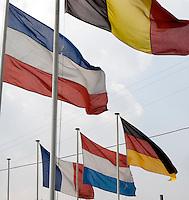 BELGIE - Vlaggen bij Golfbaan FIVE NATIONS GOLFCLUB - FOTO KOEN SUYK