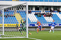 Treningskamp fotball 2014: Molde - Aalesund. Aalesunds Peter Orry Larsen setter ballen i tverrliggeren i treningskampen mellom Molde og Aalesund på Aker stadion.