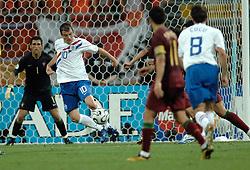 25-06-2006 VOETBAL: FIFA WORLD CUP: NEDERLAND - PORTUGAL: NURNBERG<br /> Oranje verliest in een beladen duel met 1-0 van Portugal en is uitgeschakeld / VAN DER VAART Rafael <br /> ©2006-WWW.FOTOHOOGENDOORN.NL