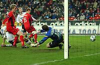 Fotball Tippeligaen 16.10.05 Rosenborg - Brann<br /> Frode Johnsen Krangler inn ballen til 3-1<br /> Foto: Carl-Erik Eriksson, Digitalsport