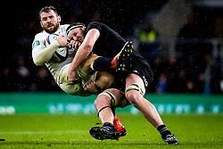 Elliot Daly of England is tackled by Brodie Retallick of New Zealand  - Mandatory by-line: Robbie Stephenson/JMP - 10/11/2018 - RUGBY - Twickenham Stadium - London, England - England v New Zealand - Quilter Internationals