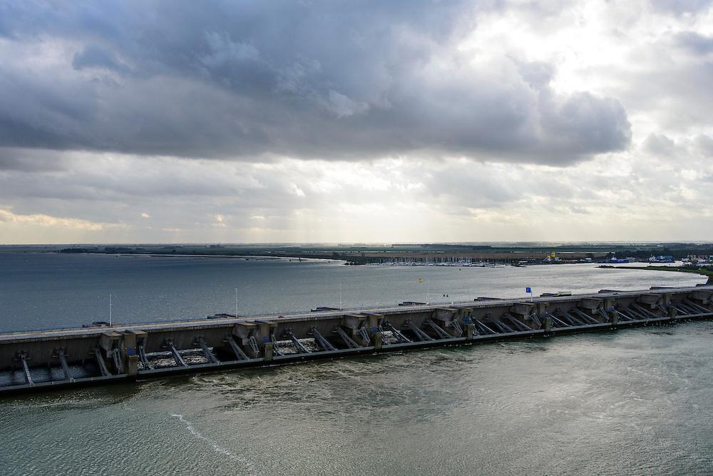 Nederland, Zuid-Holland, Stellendam, 23-10-2013; Haringvlietsluizen en Haringvlietdam, zesde werk van de Deltawerken, verbindt  met de N57 Voorne-Putten en Goeree-Overflakkee. <br /> The Haringvliet sluices closed off the estuary of the Haringvliet as part of the Delta Works. <br /> luchtfoto (toeslag op standaard tarieven);<br /> aerial photo (additional fee required);<br /> copyright foto/photo Siebe Swart.