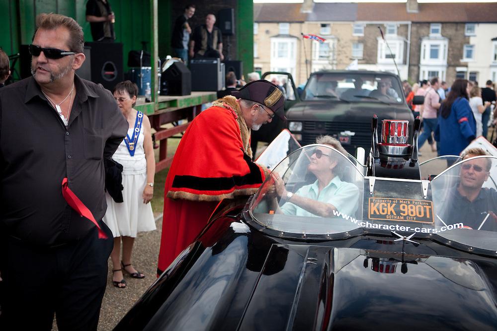 Legendary rockabilly singer, Gene Summers bids farewell to the mayor of Lowestoft.