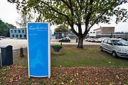 Nederland, Nijmegen, 7-10-2019 Een kunstwerk, scorebord bij de ingang van de Pompekliniek. De cijfers op het bord zijn niet waarheidsgetrouw en veranderen voortdurend. Verlof, proefverlof, tbs inrichting, kliniek, psychiatrie, zwaar geweldsmisdijf, moord, moordenaar, behandeling, forensische, ontsnappen, ontsnapping, maatschappelijke onrust. Foto: Flip Franssen