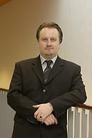 18 NOV 2003, BOCHUM/GERMANY:<br /> Matthias Will, Stellv. Pressesprecher SPD Bundestagsfraktion, SPD Bundesparteitag, Ruhr-Congress-Zentrum<br /> IMAGE: 20031119-01-039