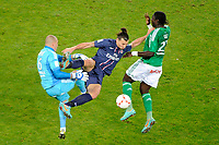 FOOTBALL - FRENCH CHAMPIONSHIP 2012/2013 - L1 - PARIS SAINT GERMAIN v AS SAINT ETIENNE  - 3/11/2012 - PHOTO JEAN MARIE HERVIO / REGAMEDIA / DPPI - ZLATAN IBRAHIMOVIC (PSG) / STEPHANE RUFFIER / BAYAL SALL (ASSE)