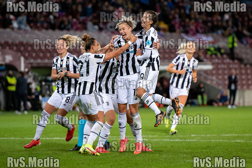 GENEVA, SWITZERLAND - OCTOBER 06: Lina Hurtig #17 of Juventus Women celebrates her goal with teammates during the UEFA Women's Champions League group A match between Servette FCCF and Juventus at Stade de Geneve on October 6, 2021 in Geneva, Switzerland. (Photo by Basile Barbey/RvS.Media)
