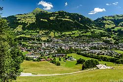 THEMENBILD - Der Blick in den Ganslernhang mit dem Zielgelände umgeben mit dem Bergpanorama des Kitzbüheler Horns und der Stadt Kitzbühel, aufgenommen am 26. Juni 2017, Kitzbühel, Österreich // The view into the Ganslernhang with the target area surrounds with the mountain panorama of the Kitzbüheler Horn and the city Kitzbühel at the Streif, Kitzbühel, Austria on 2017/06/26. EXPA Pictures © 2017, PhotoCredit: EXPA/ Stefan Adelsberger