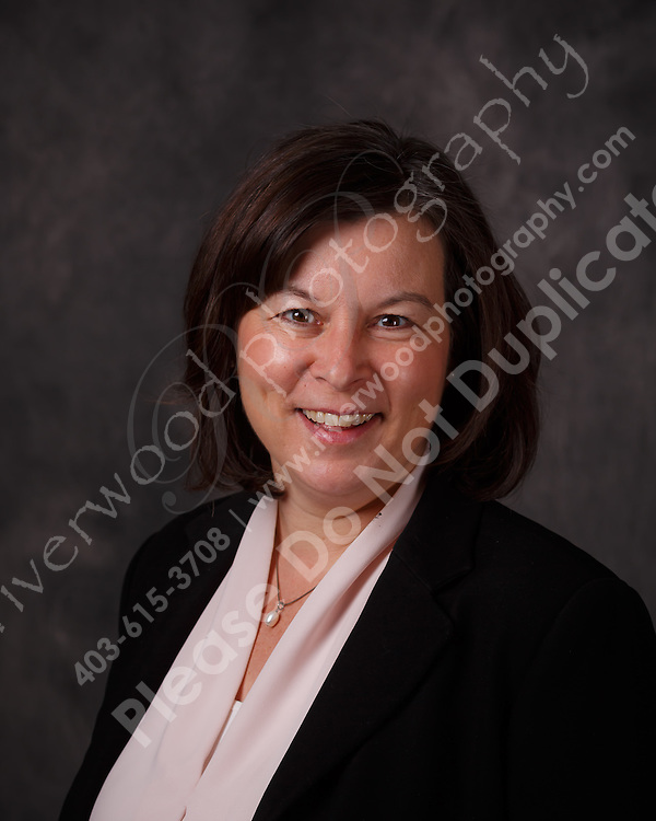 Business Portrait for use on LinkedIn and other social media marketing tools.<br /> <br /> ©2016, Sean Phillips<br /> http://www.RiverwoodPhotography.com