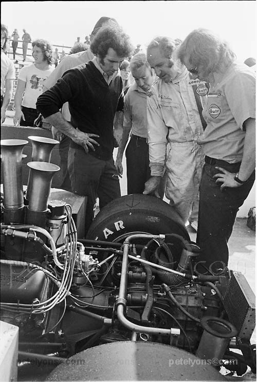 McLaren team members above M20 at 1972 Riverside Can-Am; from left, Jim Stone, Teddy Mayer, Denny Hulme, Vince Higgins; Photo by Pete Lyons 1972/ © Pete Lyons / petelyons.com;