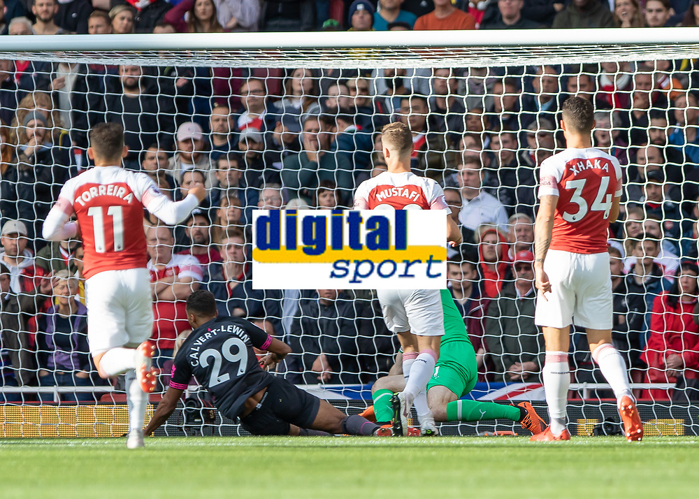 Football - 2018 / 2019 Premier League - Arsenal vs. Everton<br /> <br /> Dominic Calvert-Lewin (Everton FC ) comes close as the ball is flashed across the 6 yard box at The Emirates.<br /> <br /> COLORSPORT/DANIEL BEARHAM